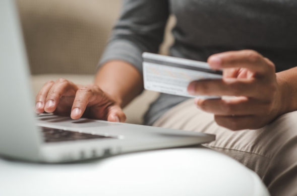 Belanja Pakai  Credit Card Akan Bikin Anda Lebih Boros