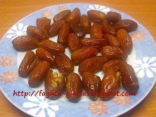 Σοκολατάκια με χουρμάδες και καρύδια - από «Τα φαγητά της γιαγιάς»