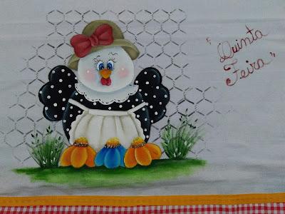 pintura em tecido galinha com chapeu e laço