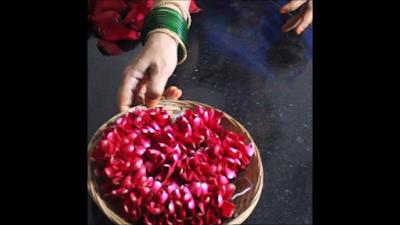rose-petal-garland-making-image-1a.png