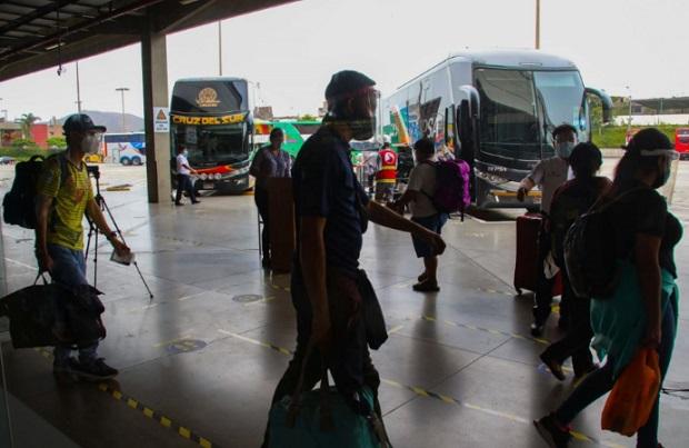 Suspenden los servicios de transporte de personas desde y hacia Arequipa