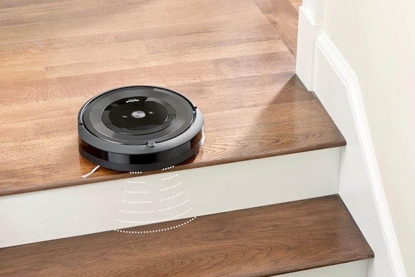 Robot aspirador Roomba e5 en las escaleras