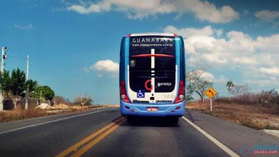 Resultado de imagem para fotos do Ônibus da empresa Guanabara é atacado na cidade de Quixeramobim
