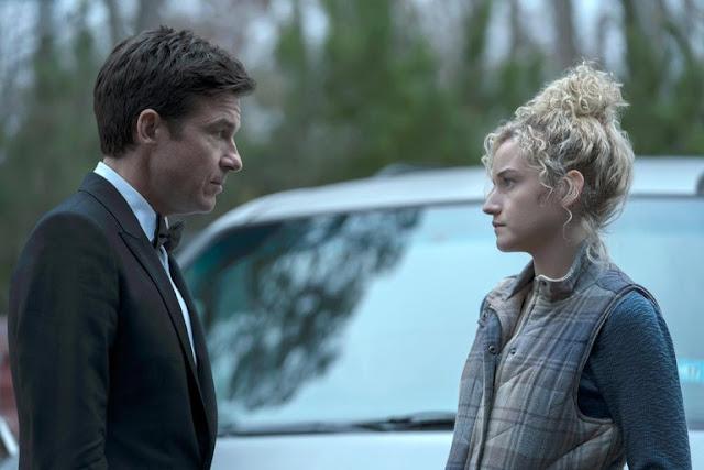 Julia Garner y Jason Bateman en 'Ozark'