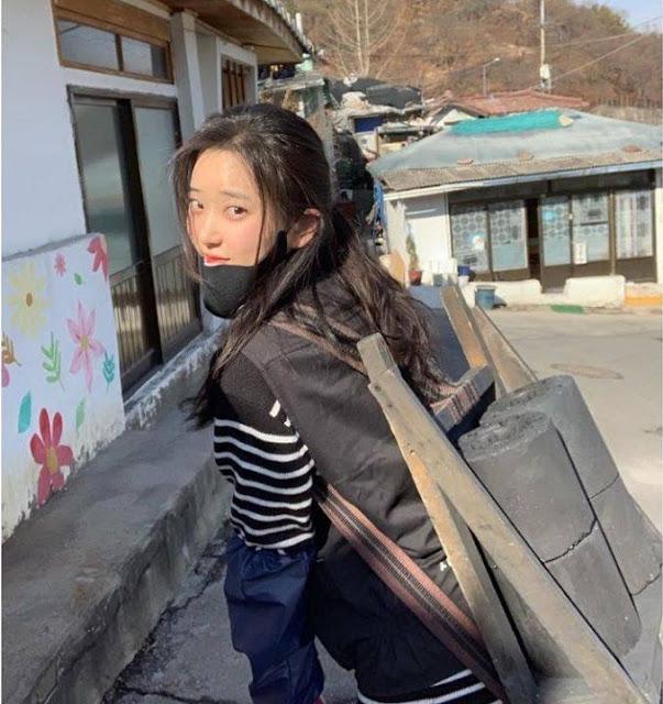 """""""Siêu phẩm tạp chí đàn ông Hàn"""" mặc bikini đi chợ, bị cảnh báo gặp """"biến thái"""""""