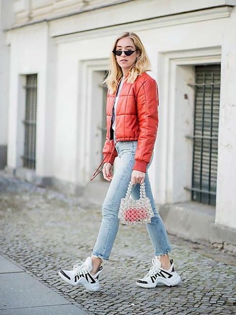 ugly sneakres,sneakers,sneakers style,białe trampki,sportowe buty, jak nosić sportowe buty,smart casual,trendy,modne akcesoria,modne trendy,buty,porady stylisty,