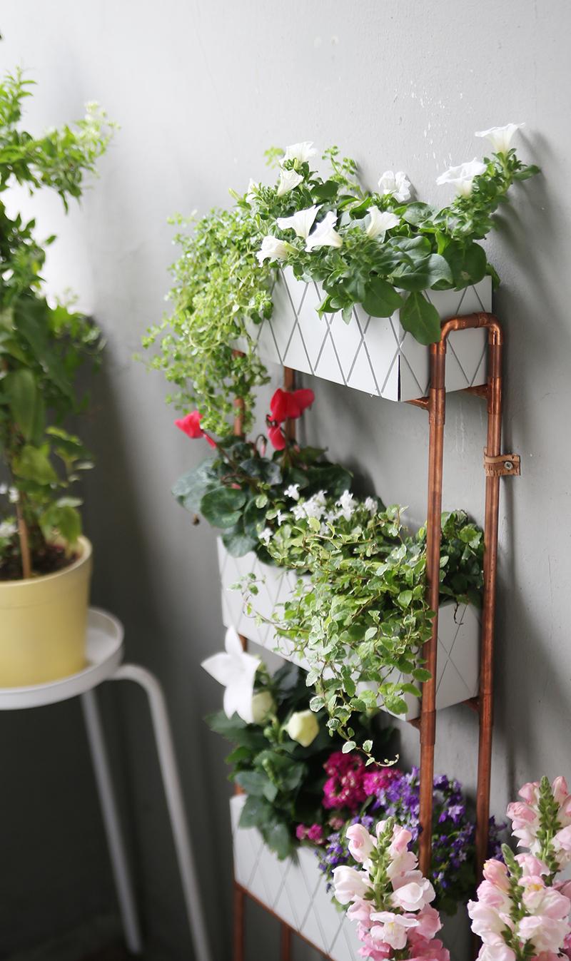 Diy} für kleine balkons: pflanzregal aus kupferrohren ...