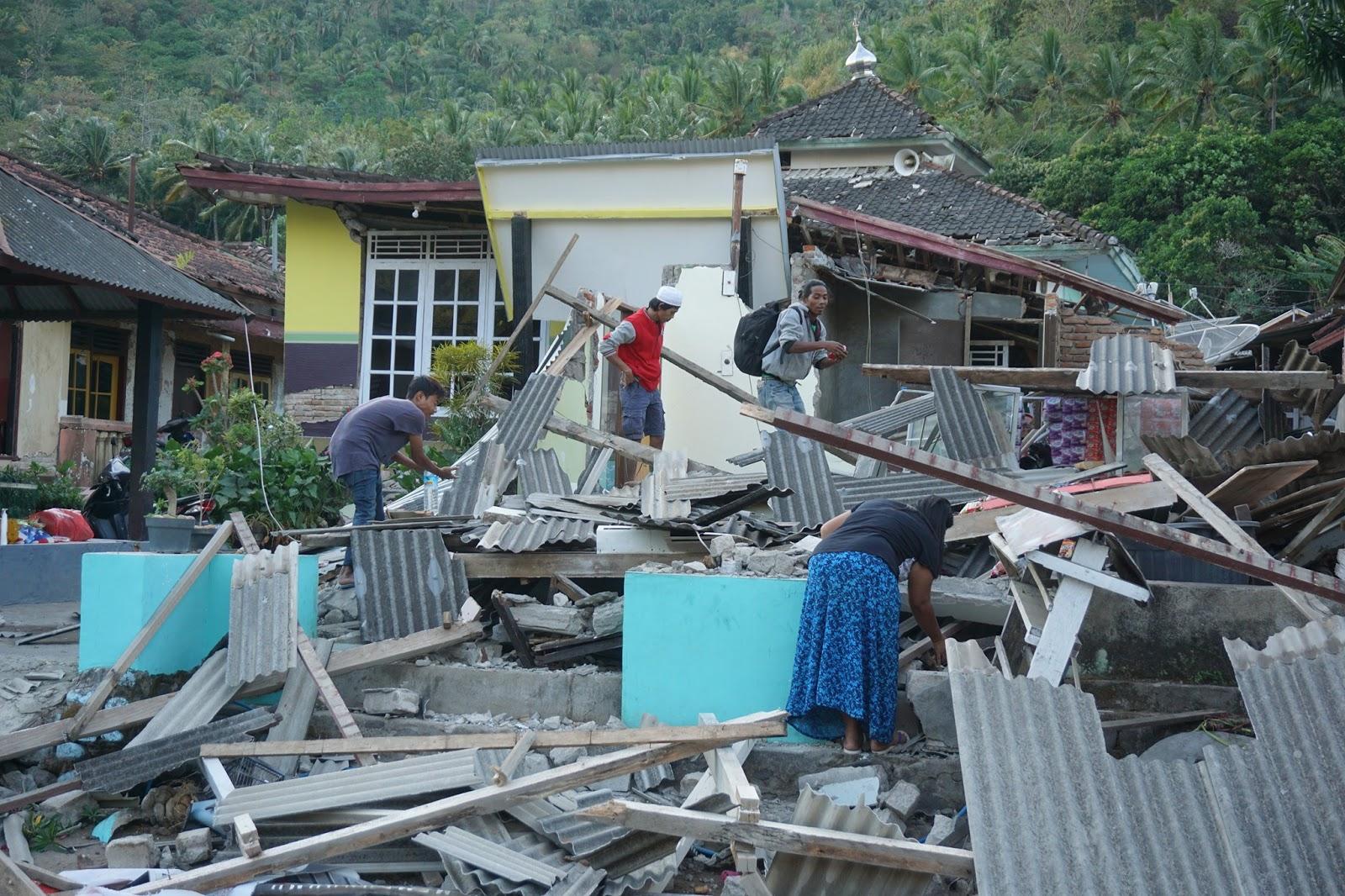 Catatan Guru SD di Lombok:  Kejam Fitnah Mereka Terhadap Korban Gempa