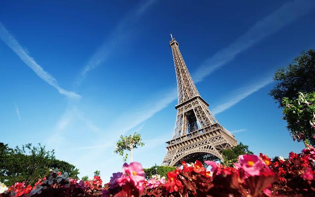 Foto Eiffeltoren in Parijs met bloemen