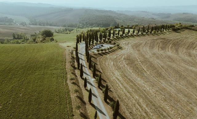 Vùng quê trải dài đến chân trời ở Tuscany