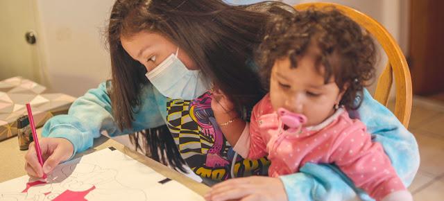 Una joven madre guatemalteca y su hija cruzaron la frontera de Estados Unidos y ahora viven Hempstead, Nueva York.© UNICEF/Beth Murphy