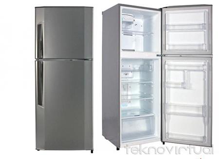 Kulkas harus dalam keadaan berdiri tegak saat dipindahkan