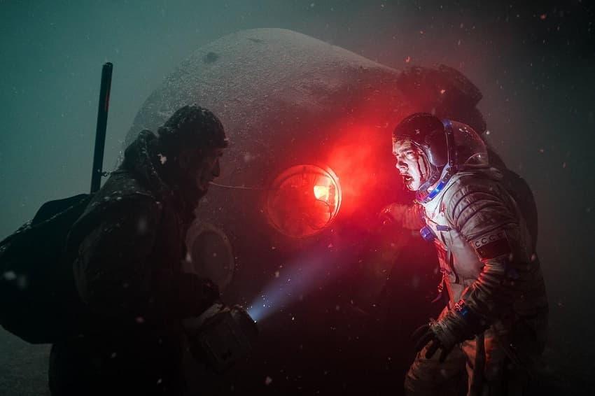 Над ремейком российского хоррора «Спутник» работает режиссёр нового «Бэтмена»