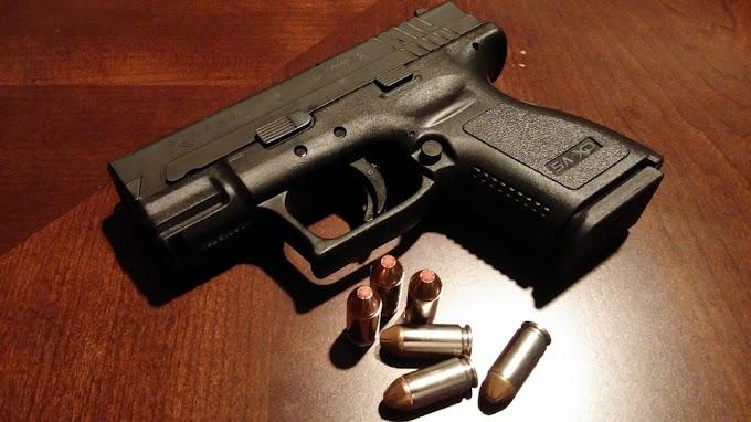 Engedély nélküli fegyverbirtoklás és fenyegetés miatt vett őrizetbe a rendőrség egy székelyudvarhelyi férfit