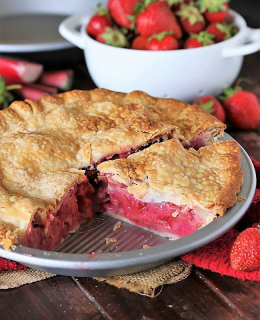 Strawberry Rhubarb Pie in Pie Plate Image