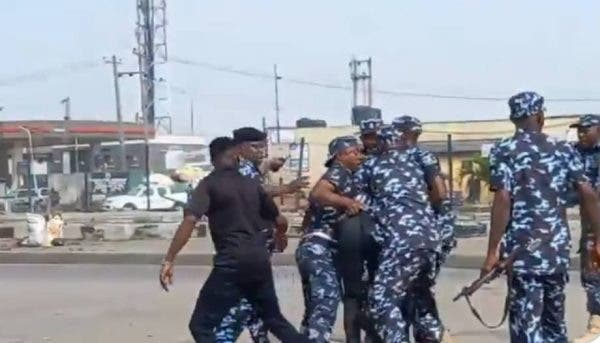 Watch the moment Police arrests June 12 protesters at Ojota Lagos state (Video)