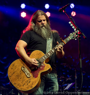 Jamey Johnson performing at the Warren Haynes Christmas Jam