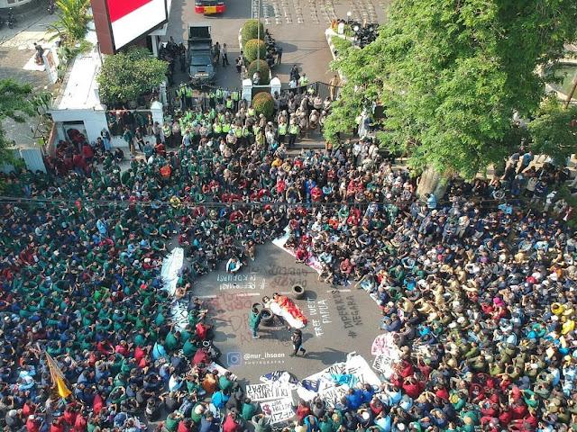 Demo Mahasiswa, Tagar #TurunkanJokowi