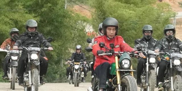 Tunggangi Motor Berbobot 126 Kg, Jokowi Telusuri Perbatasan Kalimantan