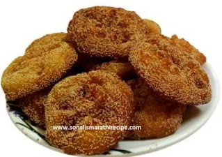 खुसखुशीत जाळीदार गुळाचे अनारसे रेसिपी मराठी मध्ये - gulache anarse recipe in marathi