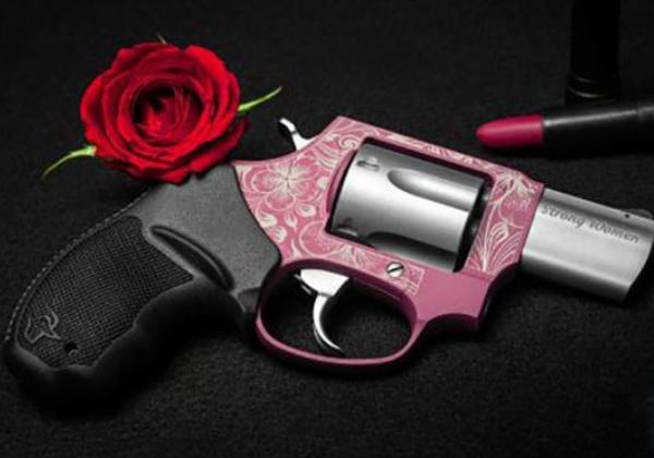 Taurus lança arma cor-de-rosa em homenagem ao Dia Internacional da Mulher