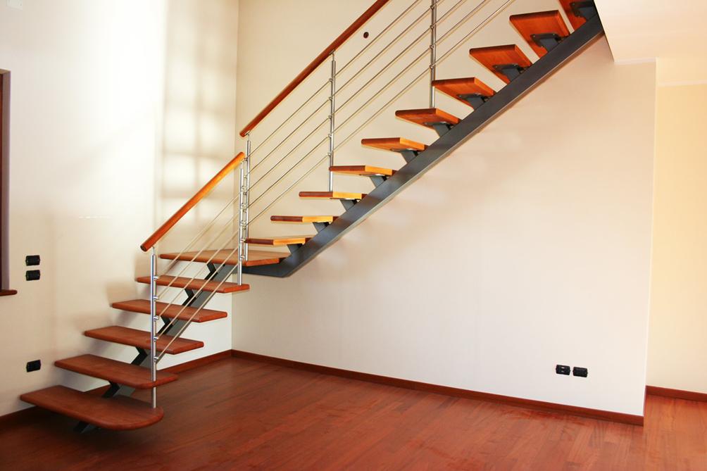 Scale in acciaio e legno costi e tipologie edilizia in - Scale interne in legno costi ...