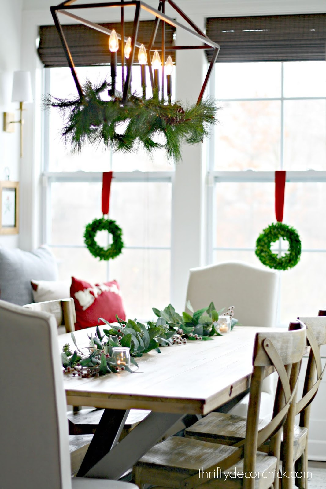 Simple Christmas centerpiece with eucalyptus garland