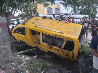 Ditabrak Mobil Brio di Medan Marelan, 6 Penumpang Angkota Luka