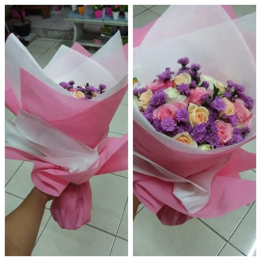 hand bouquet online surabaya, harga buket bunga mawar di surabaya, bunga mawar valentine surabaya