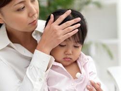 Mùa hè tới, xử trí bệnh sốt virus ở bé con