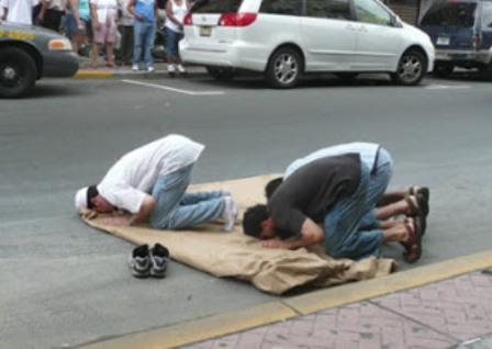 Diperbolehkan Shalat di Jalanan yang Sepi