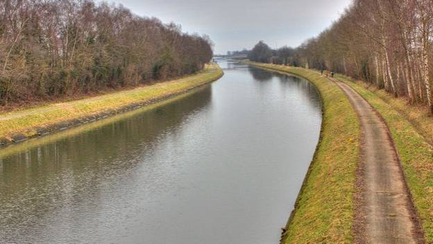Le canal Nimy-Blaton.