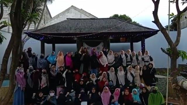Penampilan Drama Musikal santri akhwat HUT RI Ke-75 Sohibul Qur'an _Mulia bersama Al-Qur'an