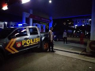 Cegah Gangguan Kamtibmas,  Personel Polsek Anggeraja Melaksanakan Patroli Blue Light