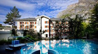 «Hôtel Les Sources des Alpes Supérieur» (5 звезд).В 1870 г. на водах в Лейкербаде отдыхал Ги де Мопассан, описал отель в новелле  «На водах».