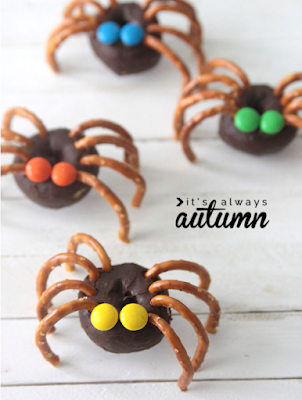 mini doughnut spider Halloween treats
