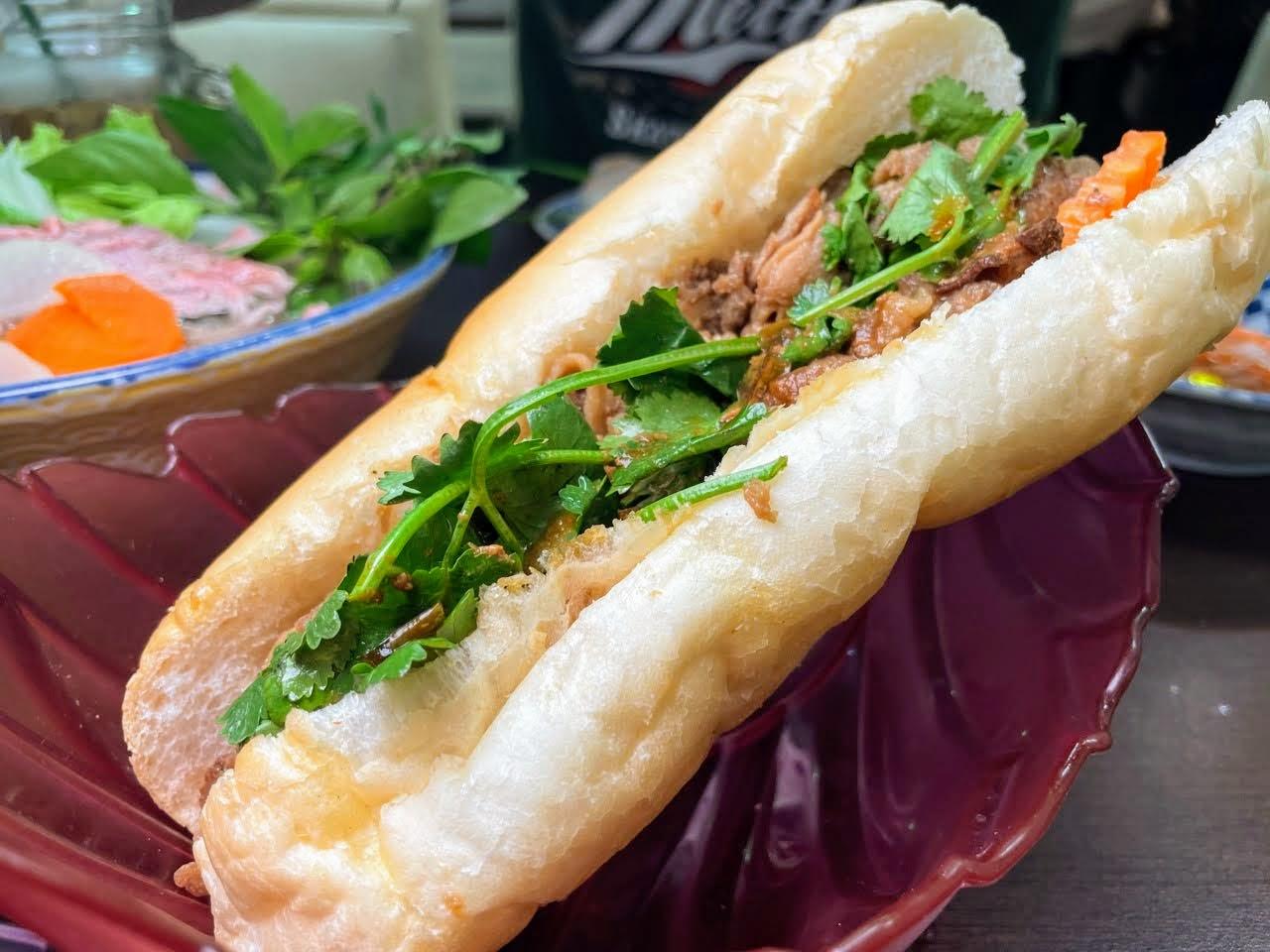東郭小卷河粉越南美食館 / 巷弄裡的越是好滋味 / 看電影前的晚餐 /  台南東區