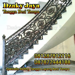 Contoh railing tangga layang besi tempa proyek rumah mewah klasik di Cilebut, Bogor.
