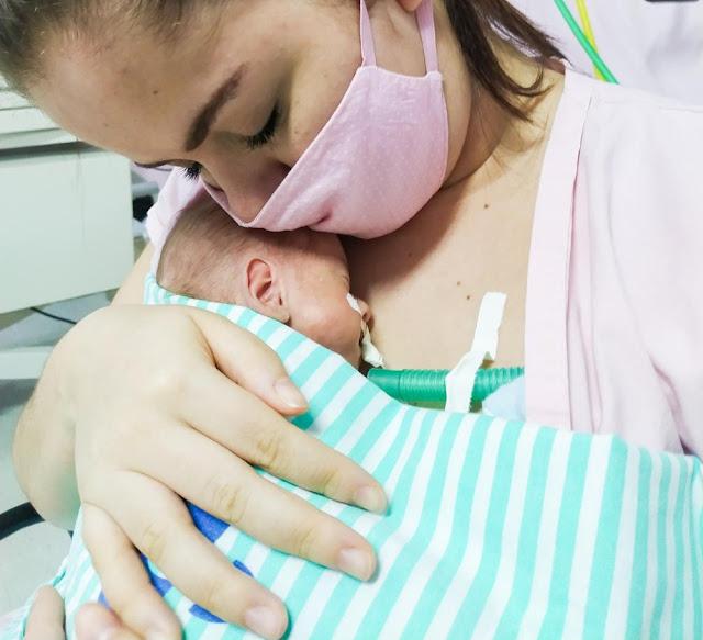 Bebê diagnosticado com Covid-19 ao nascer tem alta de hospital em Maceió cinco meses depois
