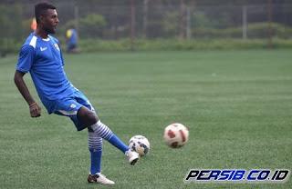 Yanto Basna Resmi Gabung Arema FC