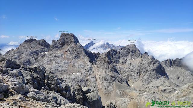Vista hacia el Torrecerredo desde la cima de la Párdida