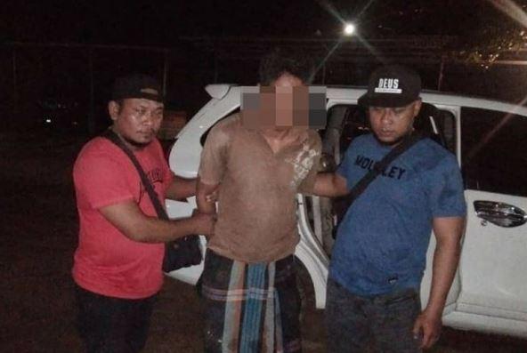 Pelaku Pencurian HP dan Uang 6 Juta di Songgong saat ditangkap dirumahnya tanpa perlawanan