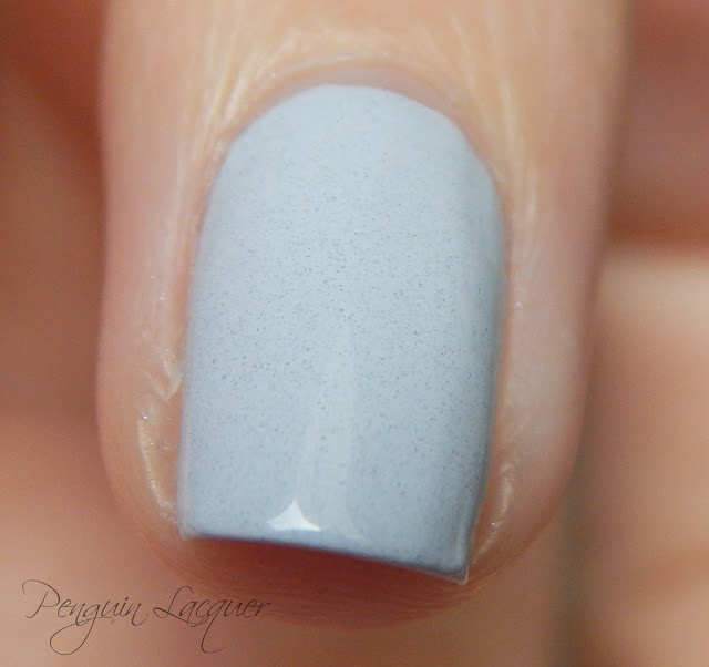 essence coast'n'chill nail polish 03 listen to the sound of the waves makro