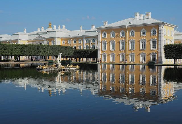 Петергофский дворец (Peterhof Palace)