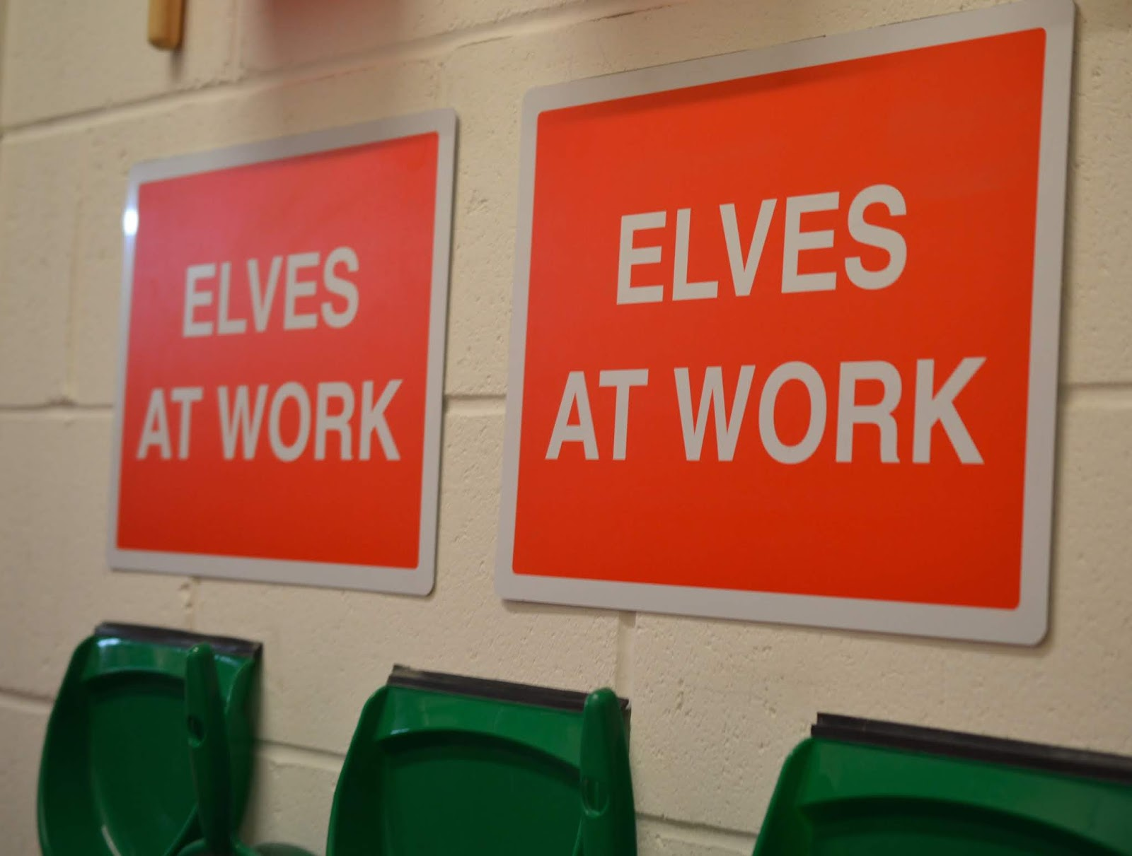 Santa on the Rooftop at Fenwick Newcastle   A Review - elves at work sign