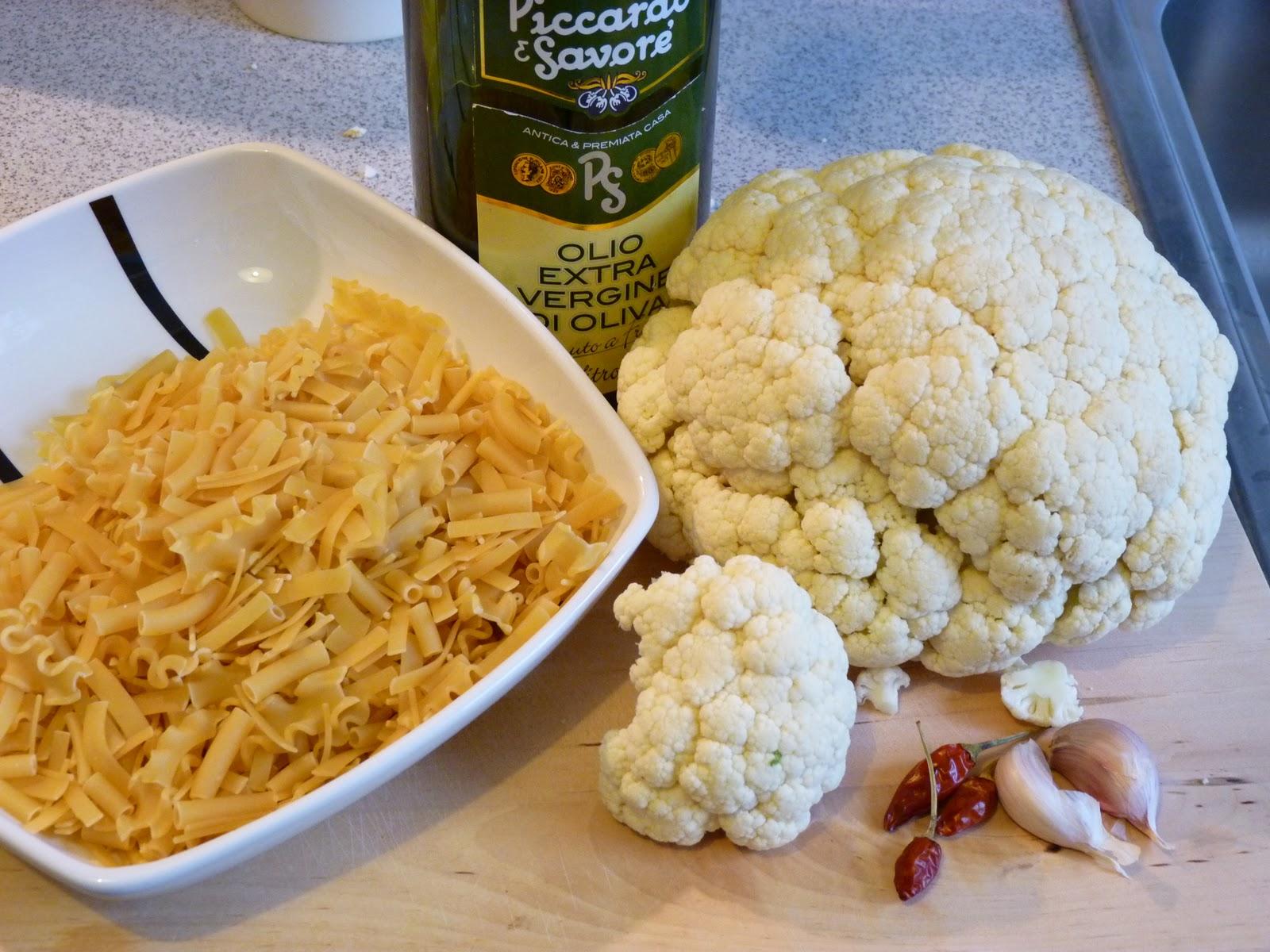 cerby versucht zu kochen pasta e cavolfiore nudeln mit blumenkohl. Black Bedroom Furniture Sets. Home Design Ideas