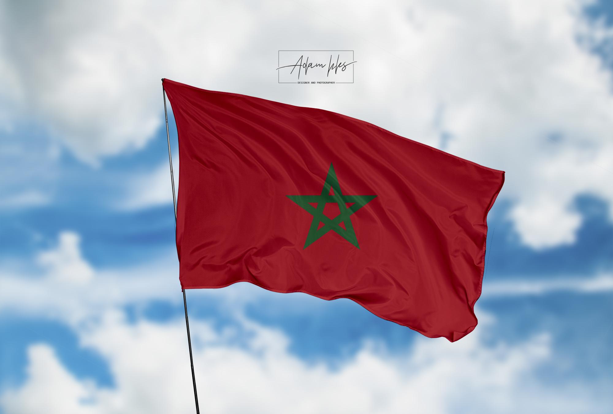 تحميل اجمل خلفية علم المغرب يرفرف في السماء - اجمل خلفيات المغرب الرائعة