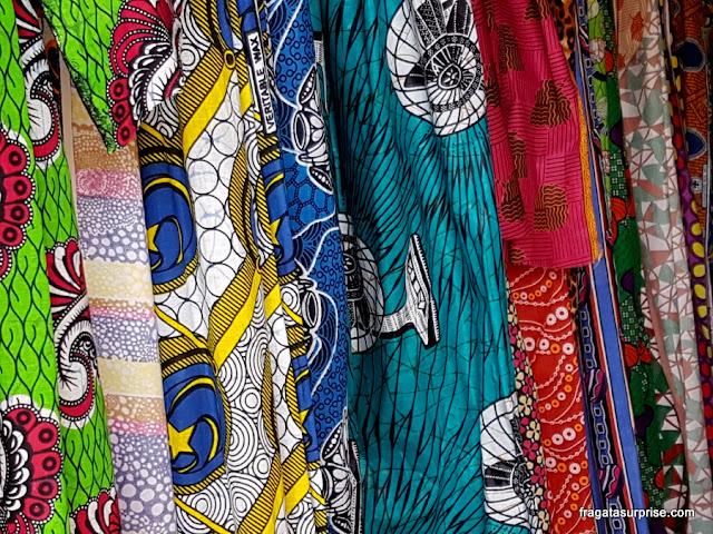 Tecidos africanos em uma loja de Santa Maria, Ilha do Sal