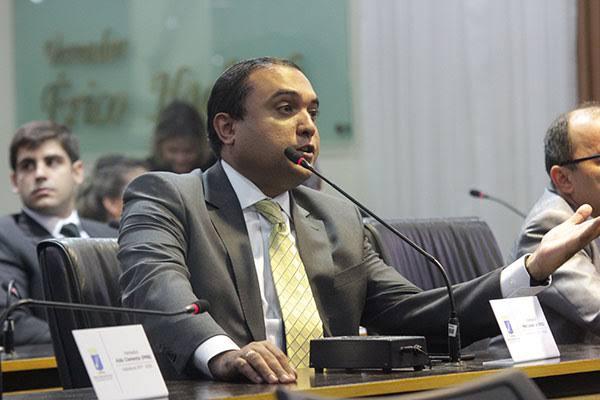 Lei do Vereador Ney Lopes Jr. garante prioridade no atendimento de pacientes oncológicos