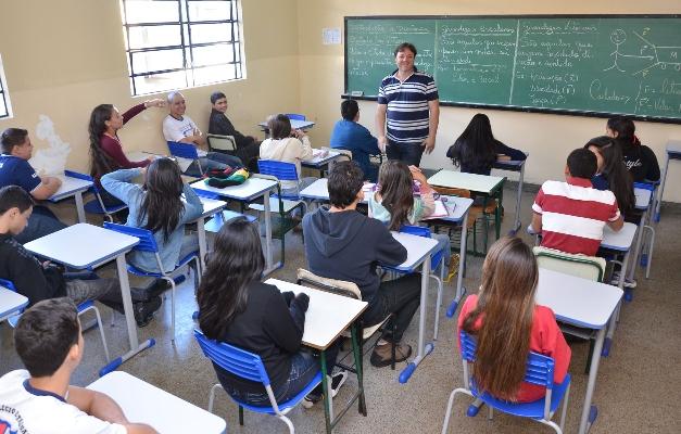 Publicada lei que atualiza vencimentos dos servidores da Educação de Goiás